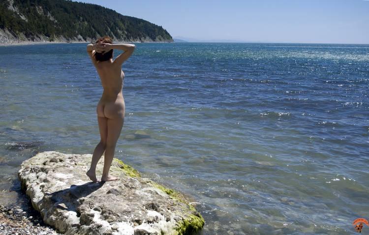 Weranikato морской простор девушка дикий пляж море нудисты.